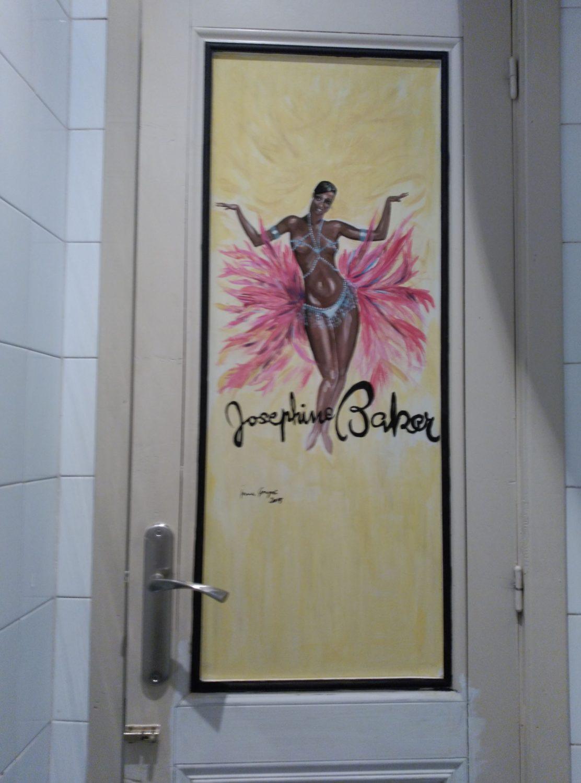 Puerta pintada WC en Visconti. Inma Gregori 2015.