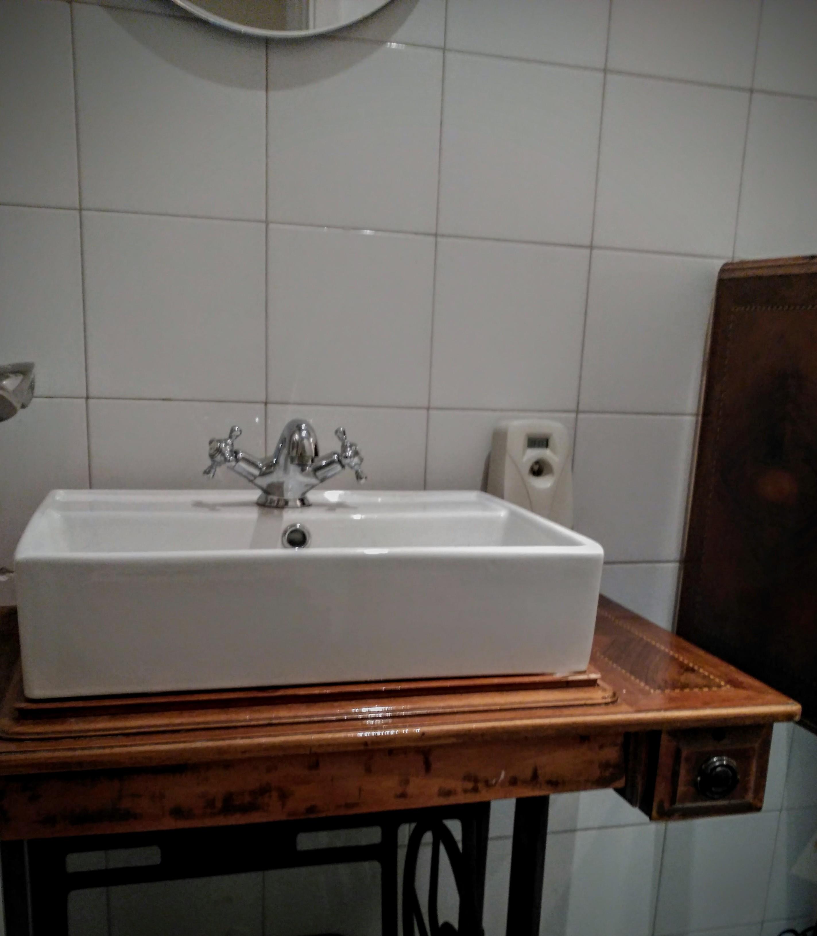 Detalle mueble del lavabo, aseo hombres de Visconti. Inma Gregori 2015.